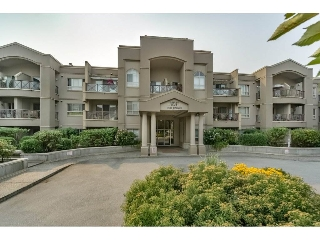 "Main Photo: 305 2109 ROWLAND Street in Port Coquitlam: Central Pt Coquitlam Condo for sale in ""Parkview Place"" : MLS® # R2195061"