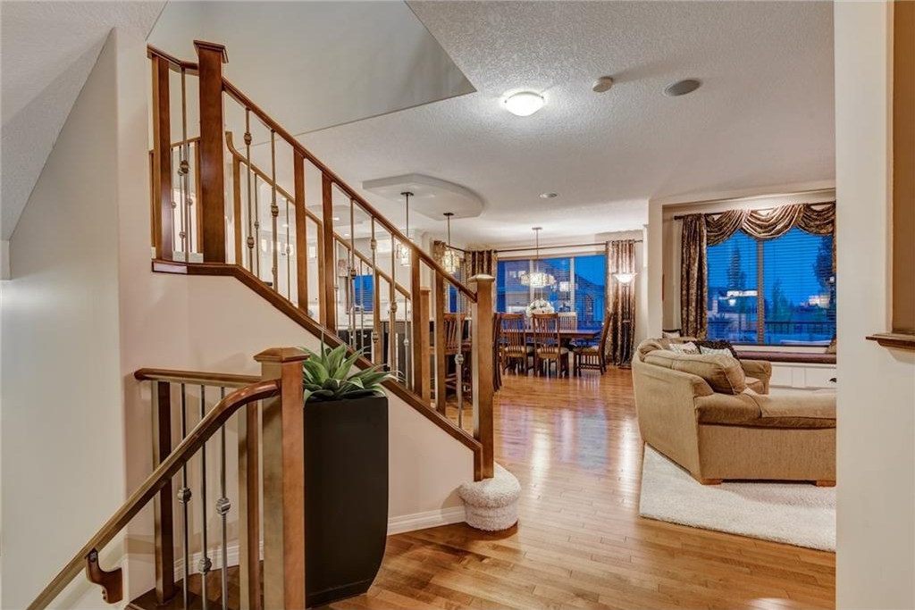 Photo 2: 101 TUSSLEWOOD Bay NW in Calgary: Tuscany House for sale : MLS® # C4136275