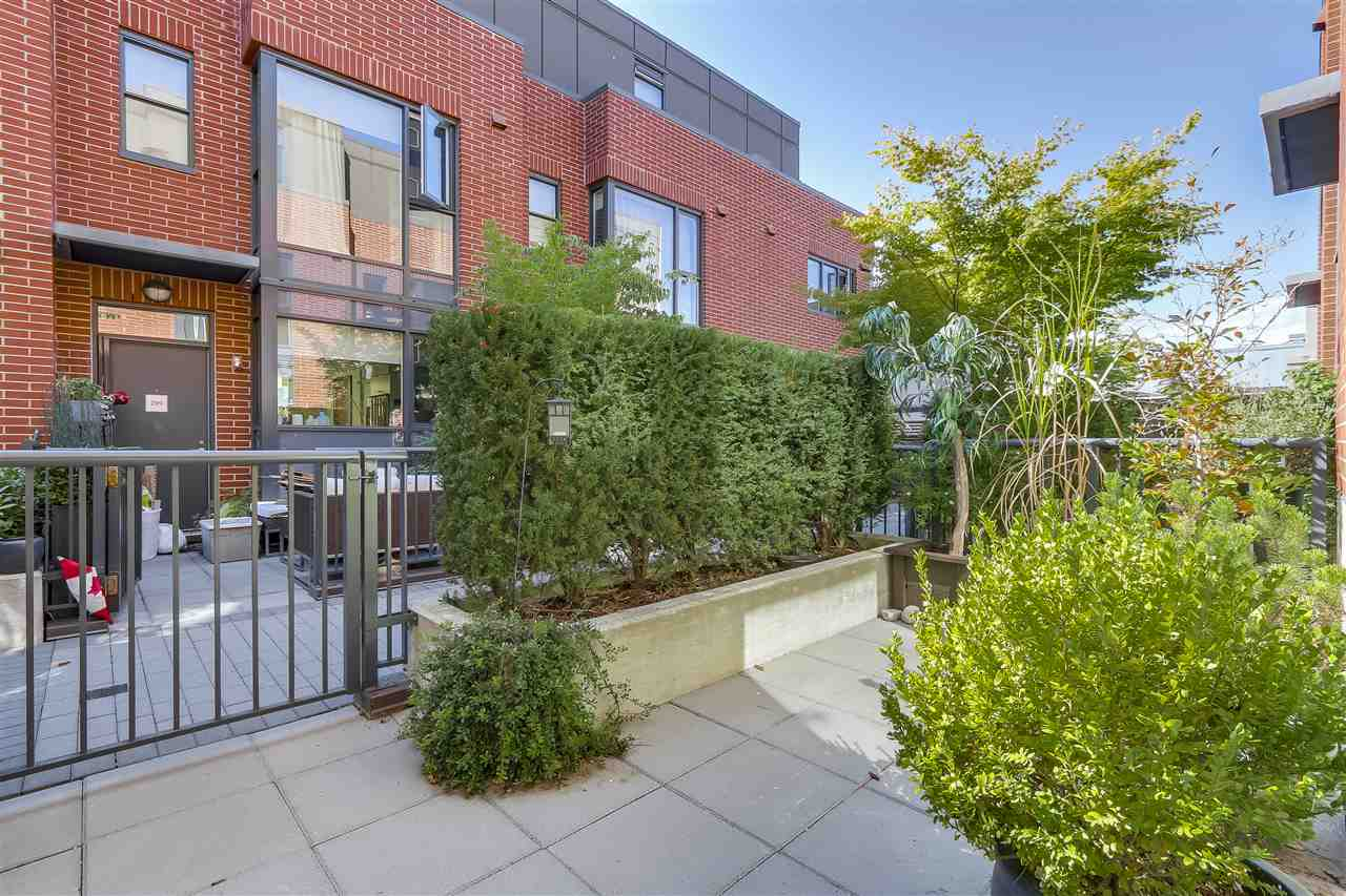 "Photo 19: 214 1961 COLLINGWOOD Street in Vancouver: Kitsilano Townhouse for sale in ""VIRIDIAN GREEN"" (Vancouver West)  : MLS® # R2205025"