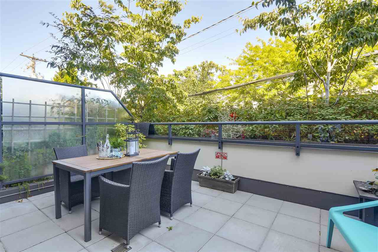 "Photo 11: 214 1961 COLLINGWOOD Street in Vancouver: Kitsilano Townhouse for sale in ""VIRIDIAN GREEN"" (Vancouver West)  : MLS® # R2205025"
