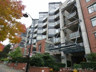 "Main Photo: 210 2228 MARSTRAND Avenue in Vancouver: Kitsilano Condo for sale in ""SOLO"" (Vancouver West)  : MLS® # R2210296"