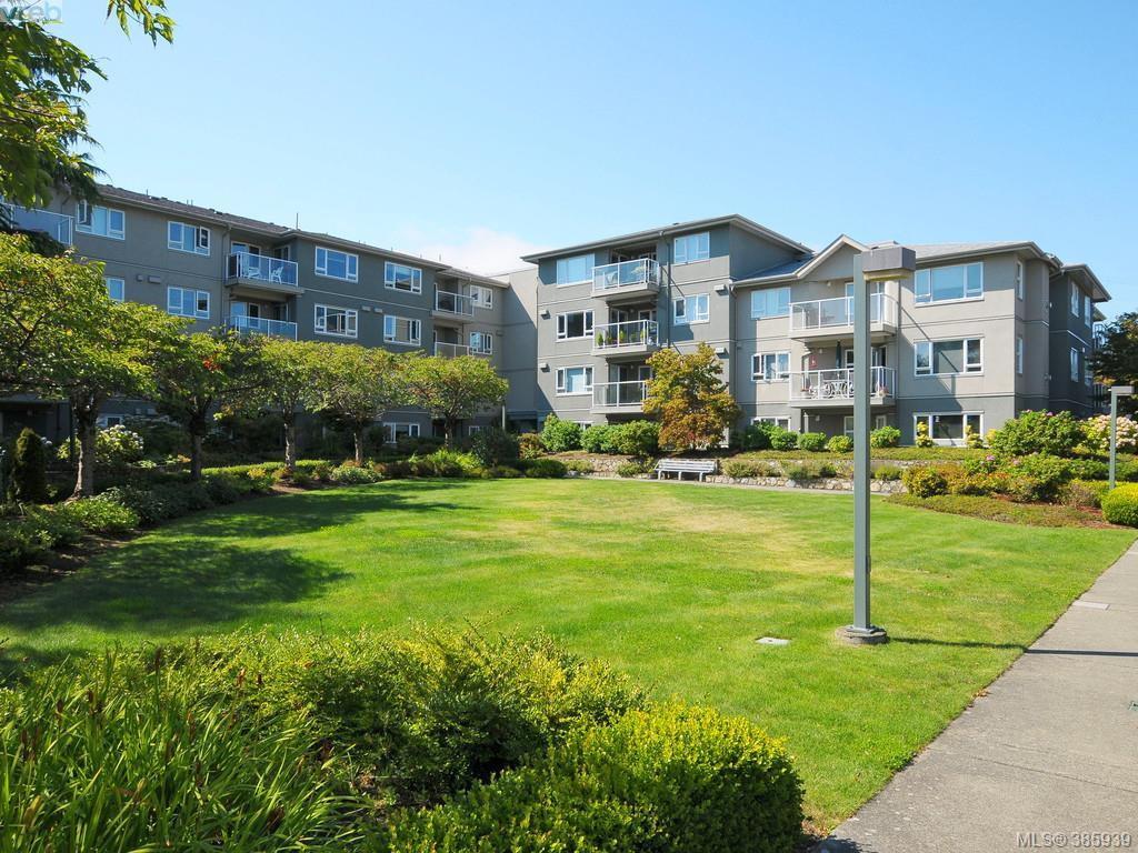 Main Photo: 404 951 Topaz Avenue in VICTORIA: Vi Hillside Condo Apartment for sale (Victoria)  : MLS® # 385939