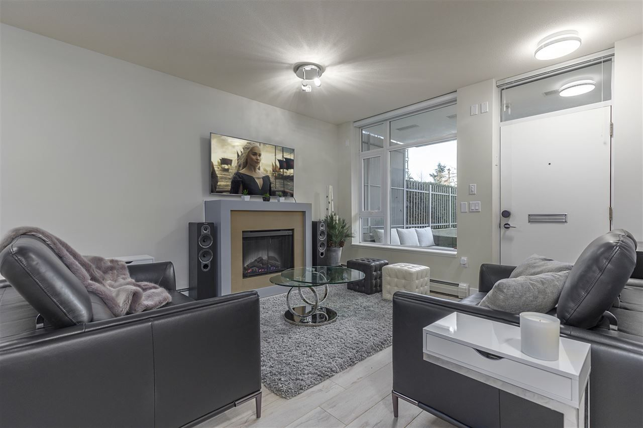 "Photo 2: Photos: 1301 CIVIC PLACE Mews in North Vancouver: Central Lonsdale Townhouse for sale in ""Vista Place"" : MLS® # R2244571"