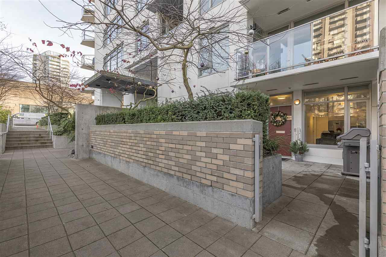 "Photo 12: Photos: 1301 CIVIC PLACE Mews in North Vancouver: Central Lonsdale Townhouse for sale in ""Vista Place"" : MLS® # R2244571"