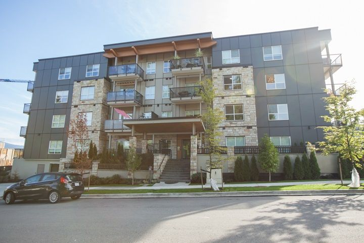 Centrally located , nice level walk to all the amenities