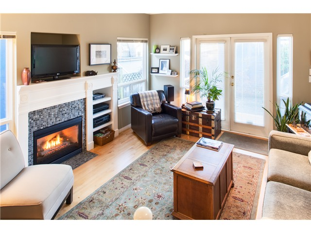Photo 2: 2039 E 5TH Avenue in Vancouver: Grandview VE House 1/2 Duplex for sale (Vancouver East)  : MLS® # V1040393
