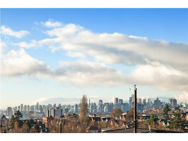 Photo 10: 2039 E 5TH Avenue in Vancouver: Grandview VE House 1/2 Duplex for sale (Vancouver East)  : MLS® # V1040393