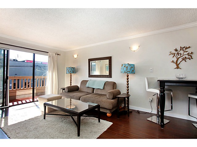 Photo 2: 303 2100 W 3RD Avenue in Vancouver: Kitsilano Condo for sale (Vancouver West)  : MLS(r) # V1053548