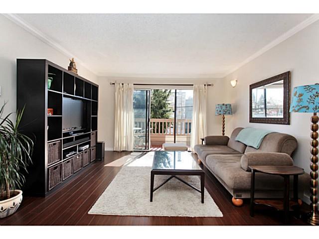 Main Photo: 303 2100 W 3RD Avenue in Vancouver: Kitsilano Condo for sale (Vancouver West)  : MLS(r) # V1053548