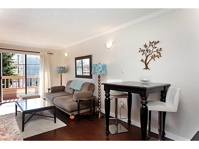 Photo 4: 303 2100 W 3RD Avenue in Vancouver: Kitsilano Condo for sale (Vancouver West)  : MLS(r) # V1053548