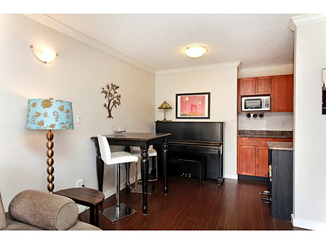 Photo 5: 303 2100 W 3RD Avenue in Vancouver: Kitsilano Condo for sale (Vancouver West)  : MLS(r) # V1053548
