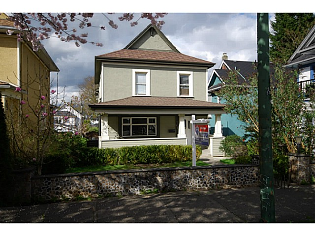 Main Photo: 761 E 13TH Avenue in Vancouver: Mount Pleasant VE House for sale (Vancouver East)  : MLS®# V1056472