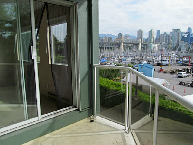 "Main Photo: 304 1510 W 1ST Avenue in Vancouver: False Creek Condo for sale in ""Mariners Point"" (Vancouver West)  : MLS® # V1066177"