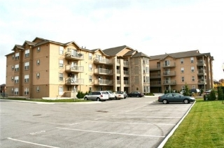 Main Photo: 209 1440 Bishops Gate in Oakville: Glen Abbey Condo for sale : MLS(r) # W3194409
