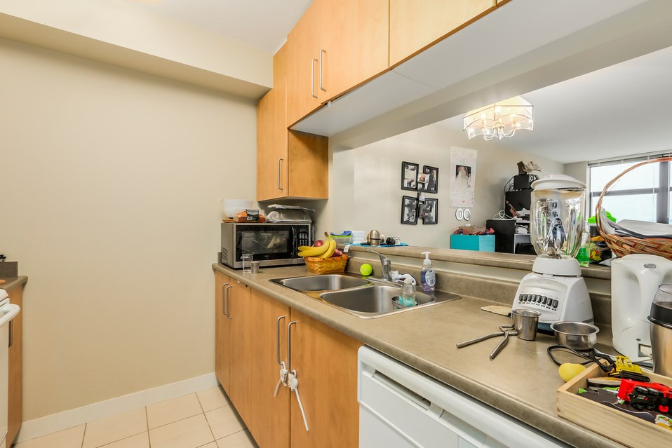 "Photo 7: 1401 5380 OBEN Street in Vancouver: Collingwood VE Condo for sale in ""URBA"" (Vancouver East)  : MLS(r) # R2032999"
