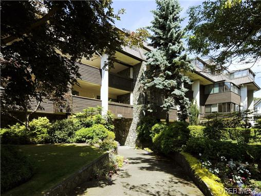 Main Photo: 203 1120 Fairfield Road in VICTORIA: Vi Fairfield West Condo Apartment for sale (Victoria)  : MLS(r) # 361812