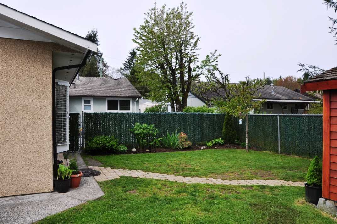 Photo 19: 835 ESSEX Avenue in Port Coquitlam: Lincoln Park PQ House Duplex for sale : MLS® # R2058872