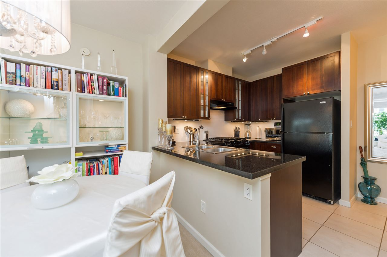 "Main Photo: 809 170 W 1ST Street in North Vancouver: Lower Lonsdale Condo for sale in ""One Park Lane"" : MLS® # R2081987"