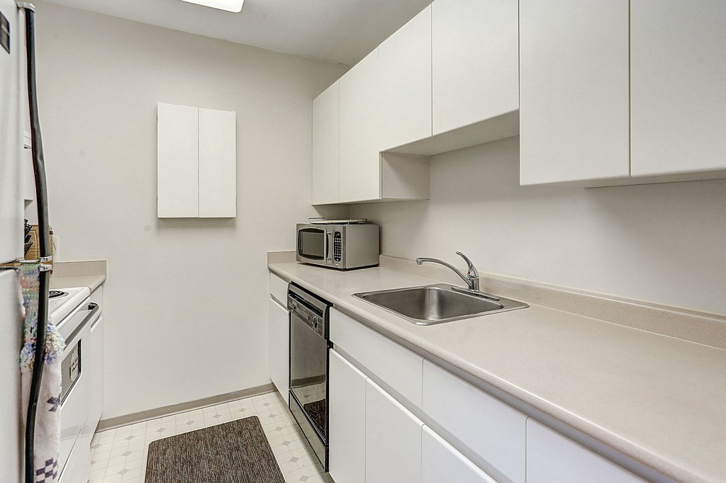 "Photo 3: 304 3480 YARDLEY Avenue in Vancouver: Collingwood VE Condo for sale in ""THE AVALON"" (Vancouver East)  : MLS® # R2097199"