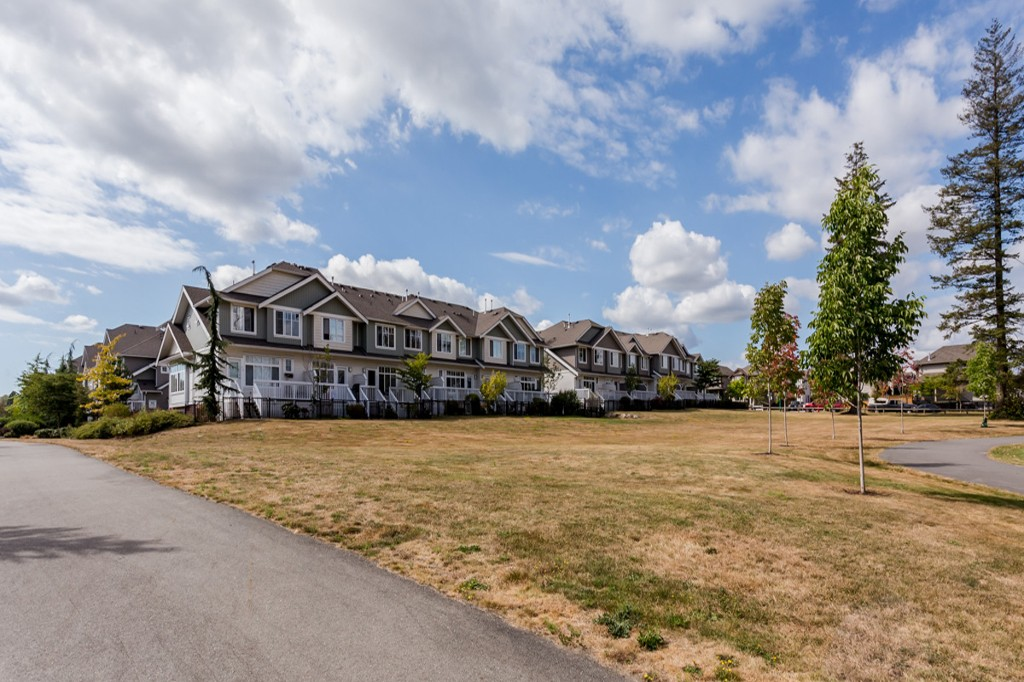"Photo 30: 55 19480 66 Avenue in Surrey: Clayton Townhouse for sale in ""Two Blue II"" (Cloverdale)  : MLS® # R2106507"