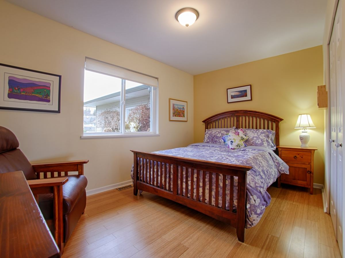 "Photo 9: 866 INGLIS Road in Gibsons: Gibsons & Area House for sale in ""INGLIS HEIGHTS"" (Sunshine Coast)  : MLS(r) # R2133965"