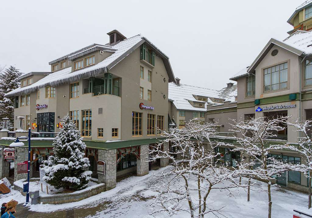 "Main Photo: 606 4295 BLACKCOMB Way in Whistler: Whistler Village Condo for sale in ""WHISTLER PEAK LODGE"" : MLS®# R2143871"