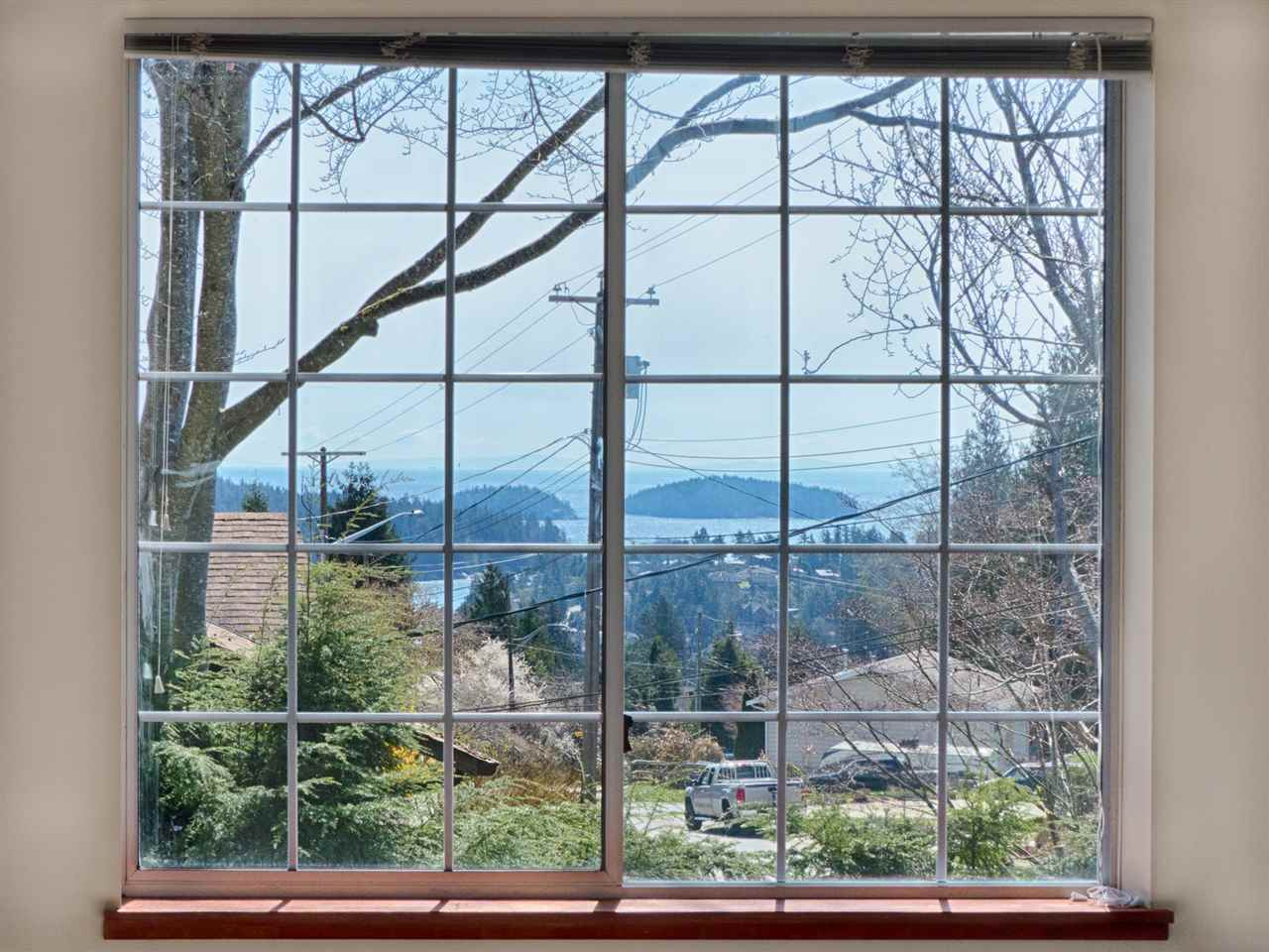 Main Photo: 748 CREEKSIDE Crescent in Gibsons: Gibsons & Area House for sale (Sunshine Coast)  : MLS(r) # R2154804