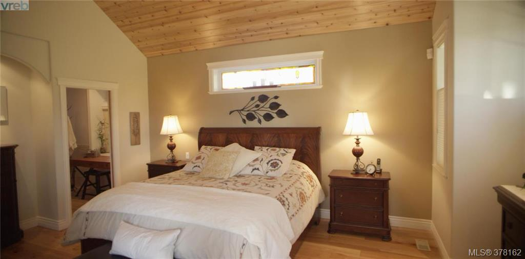 Beautiful Spacious Master Bedroom with walk-in closet and great Ocean and Mountain Views