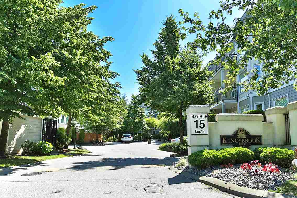 "Main Photo: 205 10320 156 Street in Surrey: Guildford Condo for sale in ""KINGSBROOK"" (North Surrey)  : MLS(r) # R2181564"