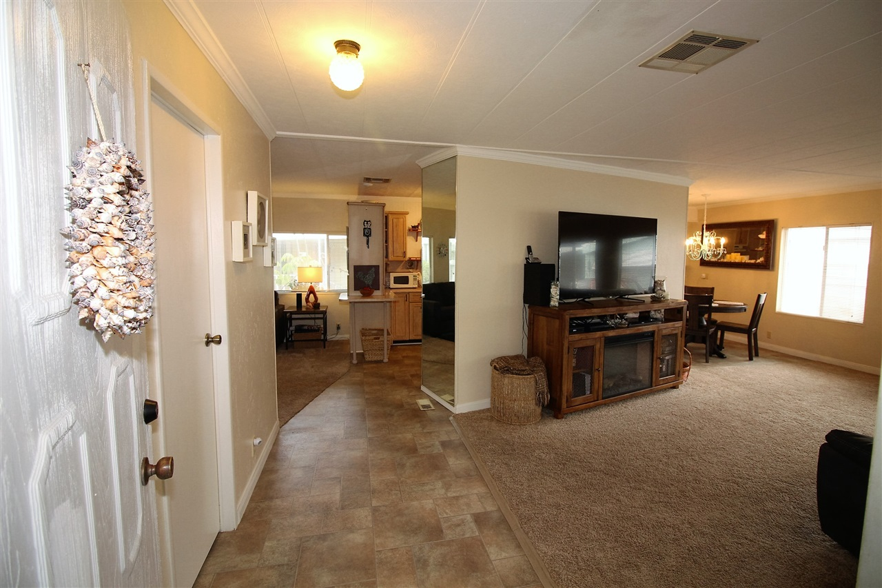 Photo 5: CARLSBAD WEST Manufactured Home for sale : 2 bedrooms : 7021 San Bartolo #40 in Carlsbad