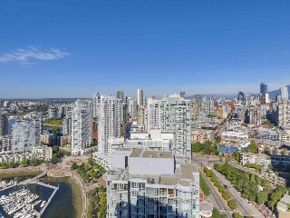 "Main Photo: 3905 1033 MARINASIDE Crescent in Vancouver: Yaletown Condo for sale in ""QUAYWEST"" (Vancouver West)  : MLS® # R2202541"