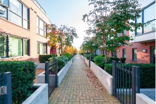 "Main Photo: 6332 ASH Street in Vancouver: Oakridge VW Townhouse for sale in ""WESTON WALK"" (Vancouver West)  : MLS® # R2220987"