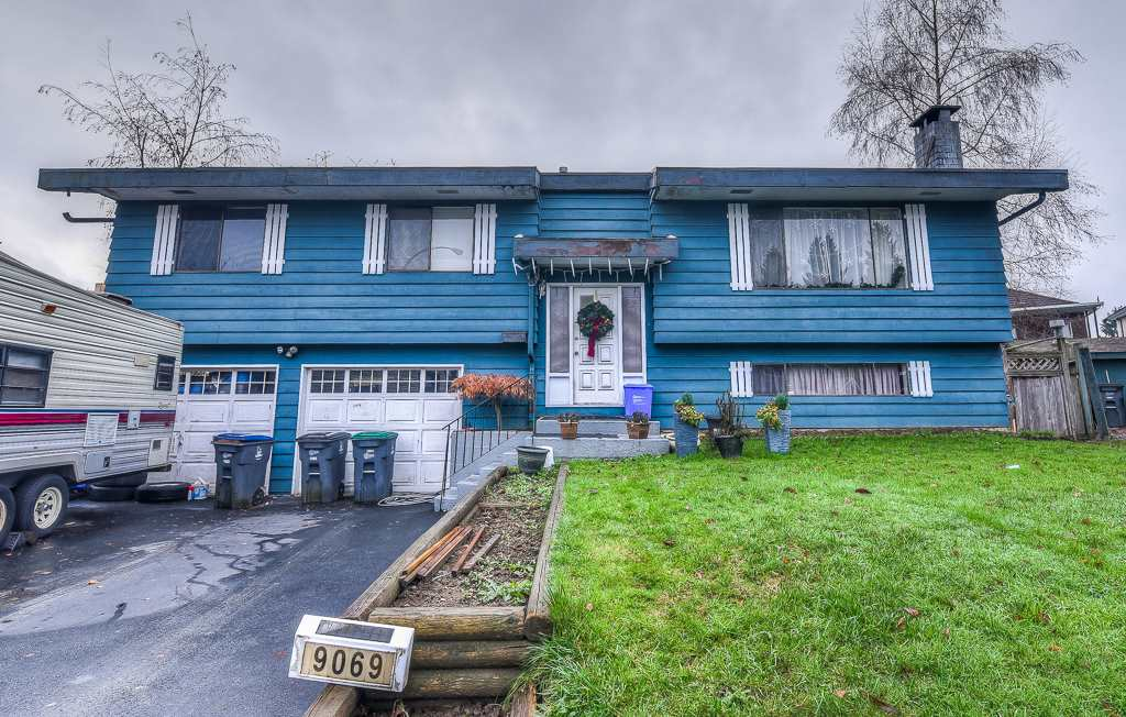 Main Photo: 9069 BUCHANAN Place in Surrey: Queen Mary Park Surrey House for sale : MLS® # R2228474