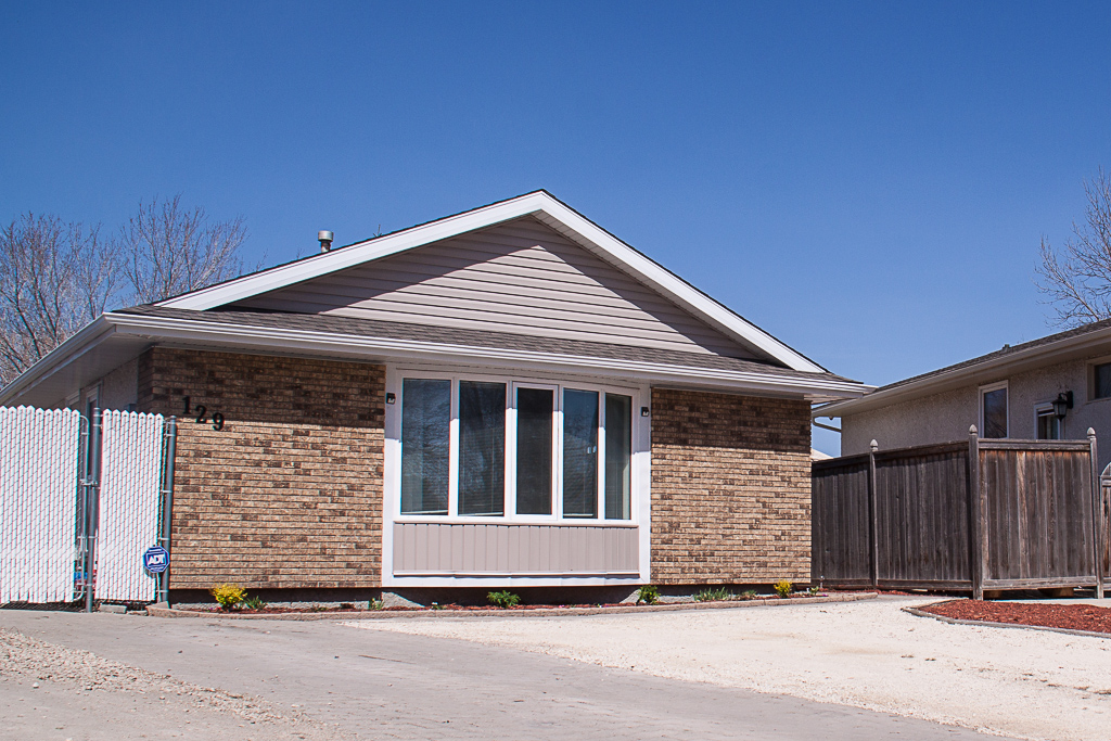 Main Photo: 129 Laurent Drive in Winnipeg: Richmond Lakes Residential for sale (1Q)  : MLS®# 1811424