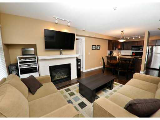 "Main Photo: 306 3250 ST JOHNS Street in Port Moody: Port Moody Centre Condo for sale in ""THE SQUARE"" : MLS® # V882400"