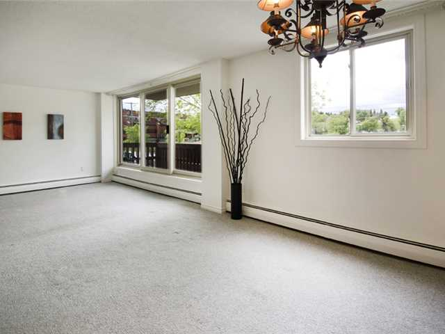 Photo 2: 222 1417 7 Avenue NW in CALGARY: Hillhurst Condo for sale (Calgary)  : MLS® # C3480474