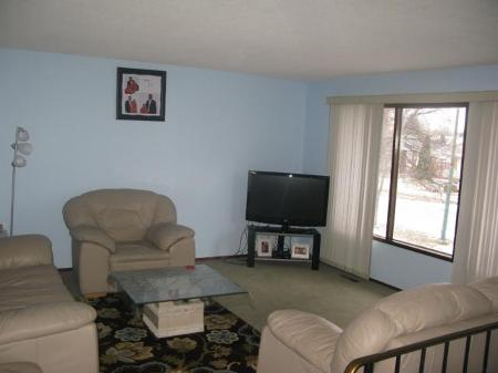 Photo 3: Photos: 947 LOUELDA Street in Winnipeg: Residential for sale (Valley Gardens)  : MLS® # 1122769