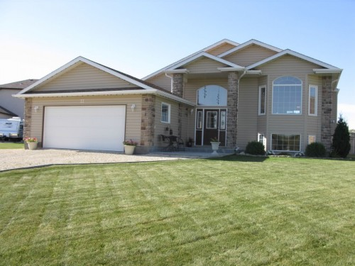 Main Photo: 37 River Grove in Sanford: Brunkild / La Salle / Oak Bluff / Sanford / Starbuck / Fannystelle Single Family Detached for sale (Manitoba Other)  : MLS(r) # 1218202