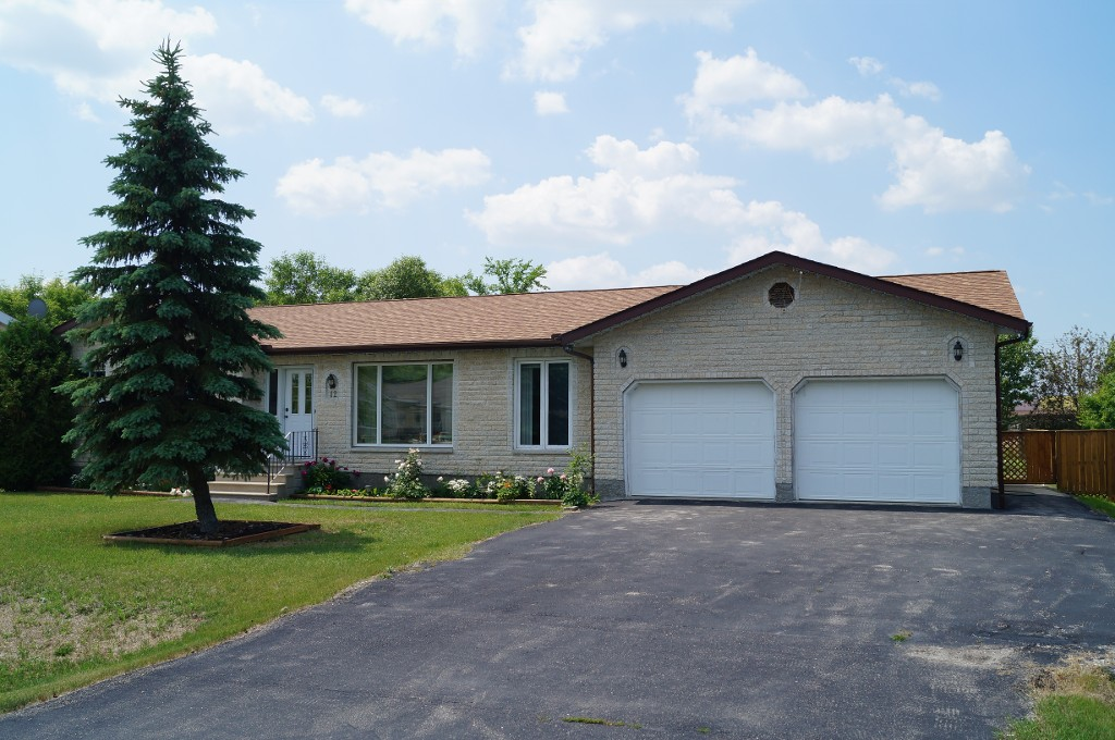Main Photo: 12 Poplar Drive: Oakbank Single Family Detached for sale (RM Springfield)  : MLS(r) # 1314127