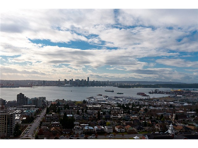 Main Photo: 1902 1320 CHESTERFIELD Avenue in North Vancouver: Central Lonsdale Condo for sale : MLS® # V1047114