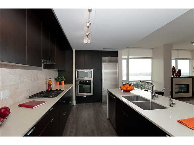 Photo 6: 1902 1320 CHESTERFIELD Avenue in North Vancouver: Central Lonsdale Condo for sale : MLS(r) # V1047114