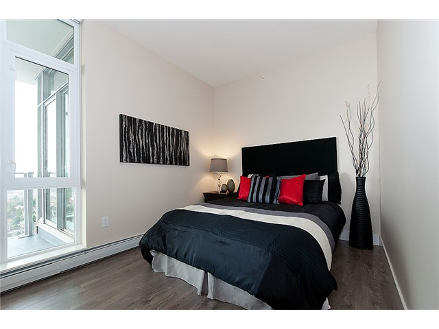 Photo 19: 1902 1320 CHESTERFIELD Avenue in North Vancouver: Central Lonsdale Condo for sale : MLS(r) # V1047114