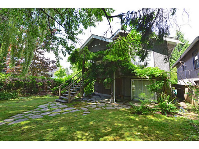 Photo 2: 3995 W 19TH Avenue in Vancouver: Dunbar House for sale (Vancouver West)  : MLS® # V1071057