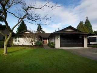 """Main Photo: 5169 WALLACE Avenue in Tsawwassen: Pebble Hill House for sale in """"DEERFIELD"""" : MLS(r) # V1101570"""