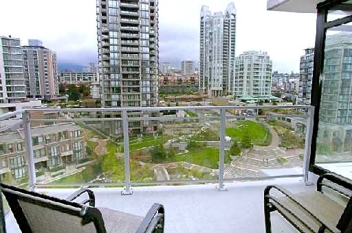"Photo 9: 907 155 W 1ST Street in North Vancouver: Lower Lonsdale Condo for sale in ""Time"" : MLS® # R2086762"