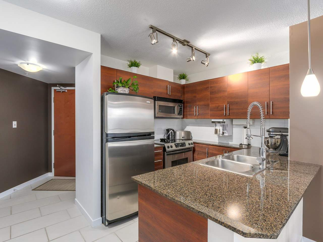 "Photo 6: 1204 833 AGNES Street in New Westminster: Downtown NW Condo for sale in ""THE NEWS"" : MLS(r) # R2112018"