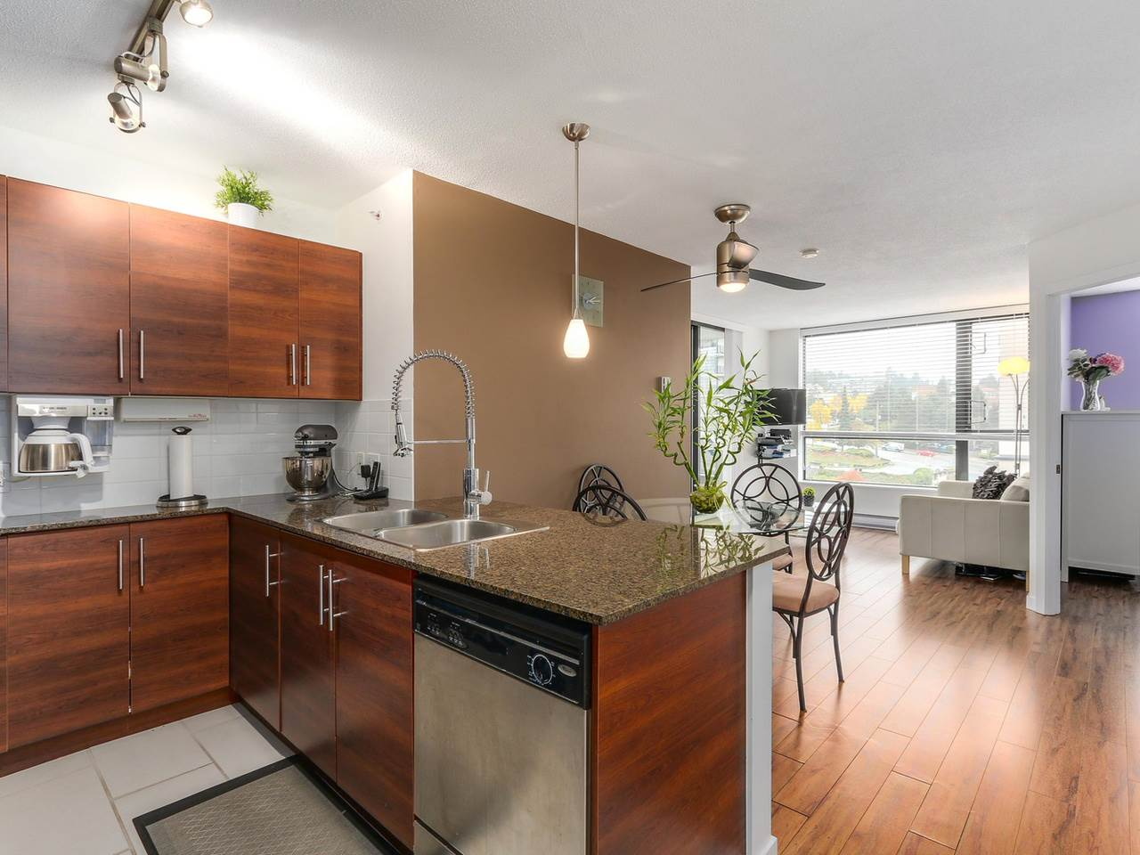 "Photo 7: 1204 833 AGNES Street in New Westminster: Downtown NW Condo for sale in ""THE NEWS"" : MLS(r) # R2112018"