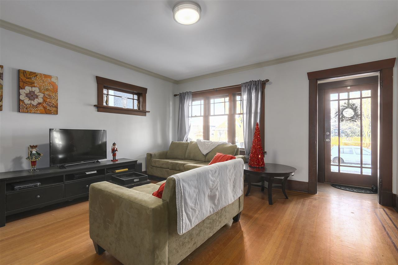 Photo 2: 642 W 20TH Avenue in Vancouver: Cambie House for sale (Vancouver West)  : MLS® # R2126968