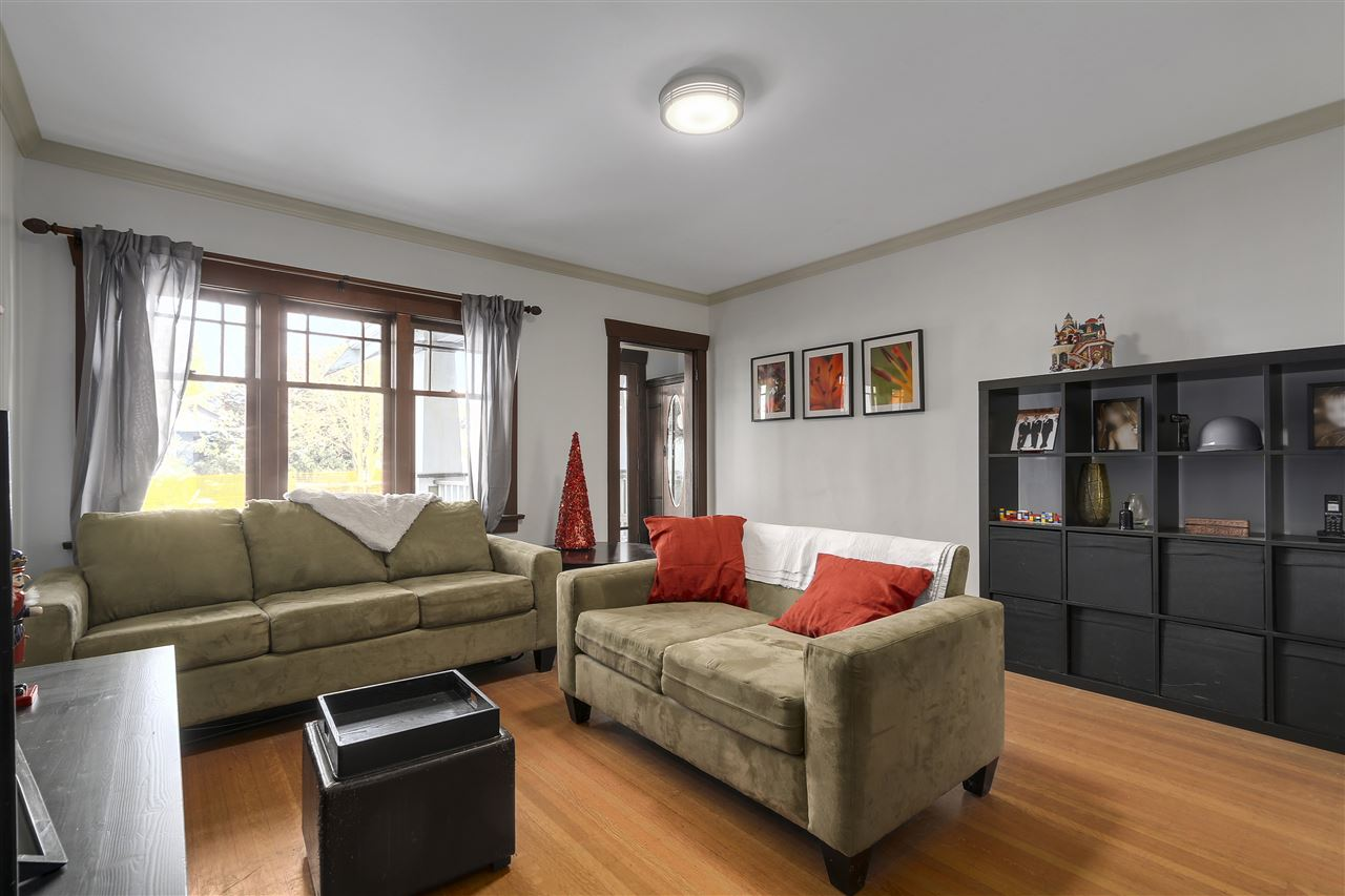 Photo 4: 642 W 20TH Avenue in Vancouver: Cambie House for sale (Vancouver West)  : MLS® # R2126968