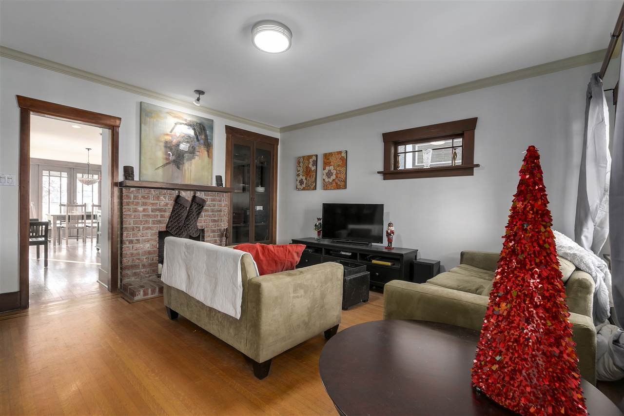 Photo 3: 642 W 20TH Avenue in Vancouver: Cambie House for sale (Vancouver West)  : MLS® # R2126968